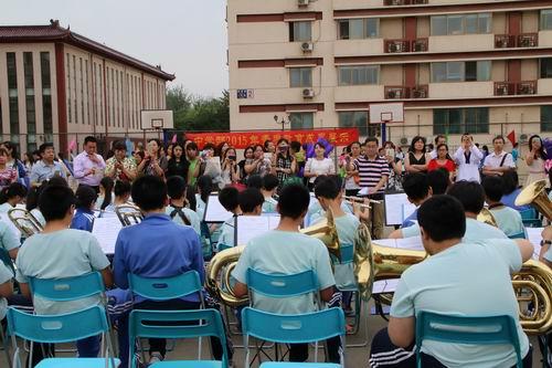 中学部 初二年级学生综合素质报告会